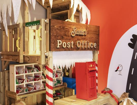 Santa's Post Office at Eggs & Soldiers @ Dubai
