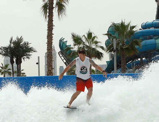 Stand Up Surf Lessons @ Dubai